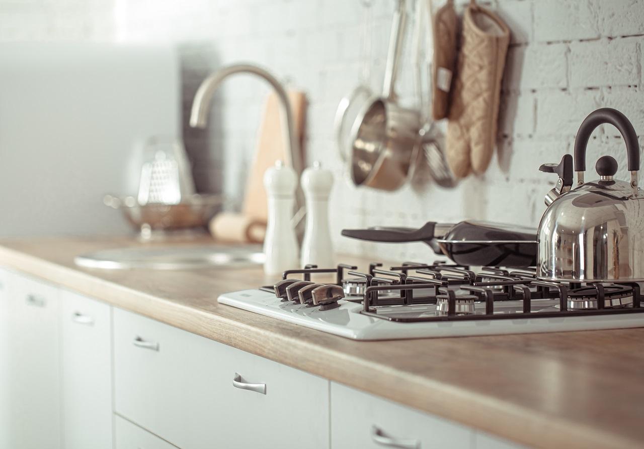 Talk to new kitchen assistants